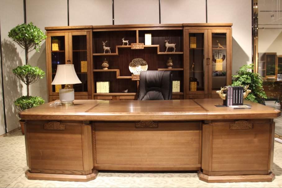 实木大班台等大型办公室家具用实木打造更适合